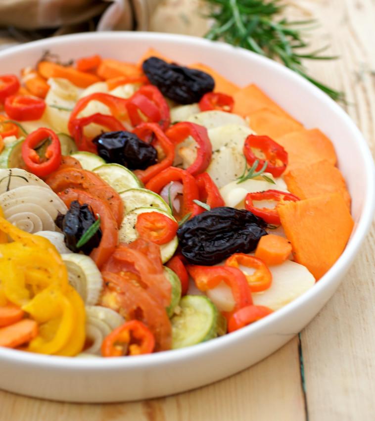 ירקות אפויים ברוזמרין, תימין וסילאן. צילום: פסקל פרץ רובין