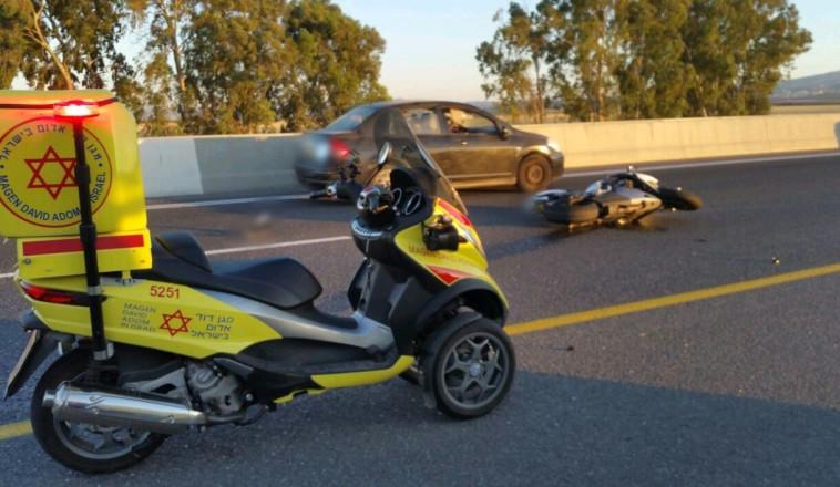 """זירת תאונה בקרבת צומת הסרגל. צילום: מד""""א"""