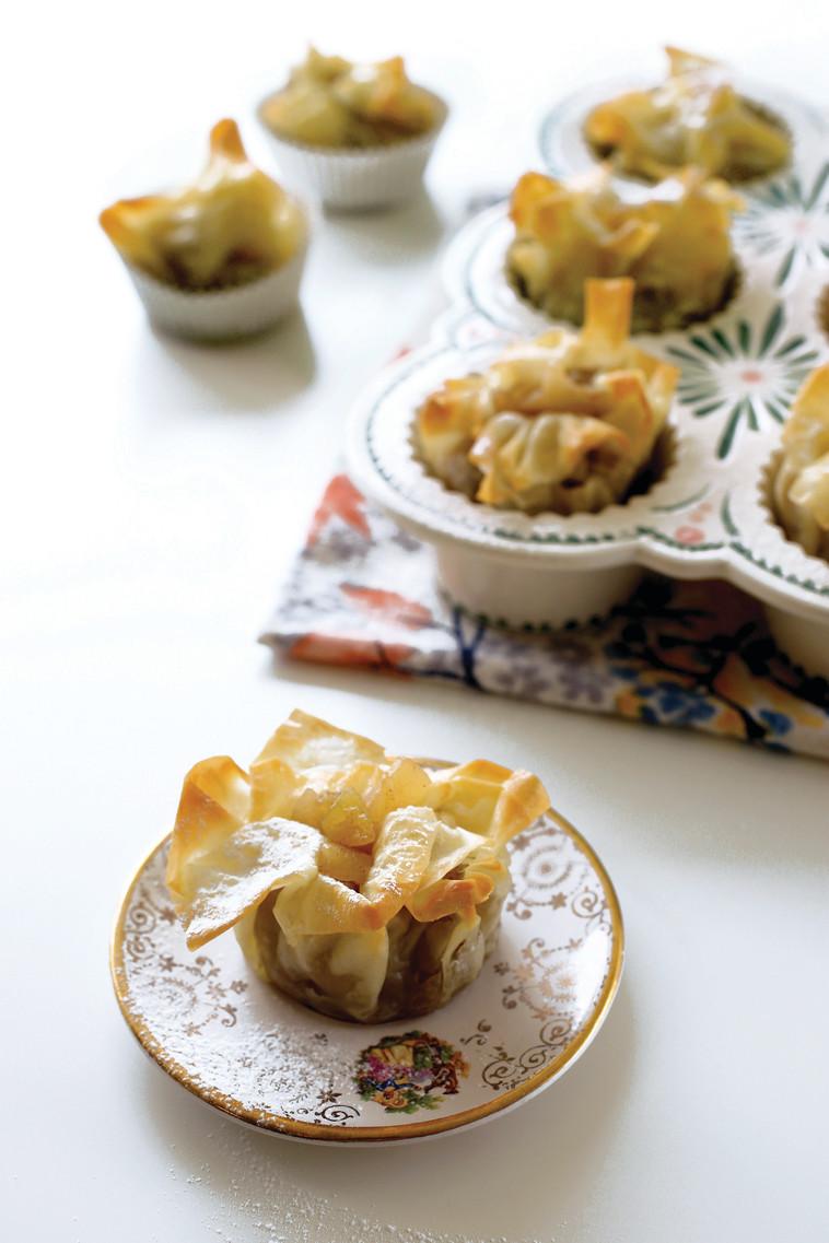 """שטרודל תפוחים אישי. לפזר אבקת סוכר בנדיבות. צילום: יח""""צ"""