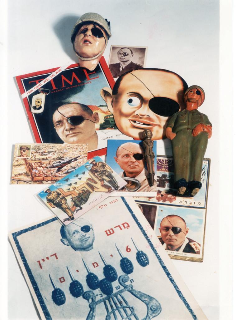 אוסף מזכרות בדמות משה דיין. צילום: ראובן קסטרו