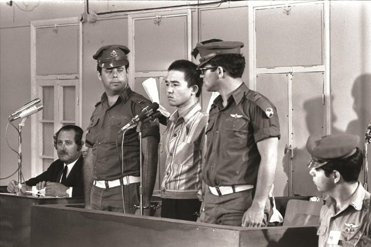 """""""כונה גיבור חופש"""". קוזו אוקמוטו, צילום: פריץ כהן, לע""""מ"""