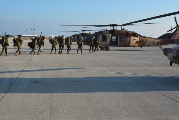 """חיילי חטיבת הקומנדו בתרגיל בקפריסין. 480 מהם הוטסו במסוקי הרקולס. צילום: דובר צה""""ל"""