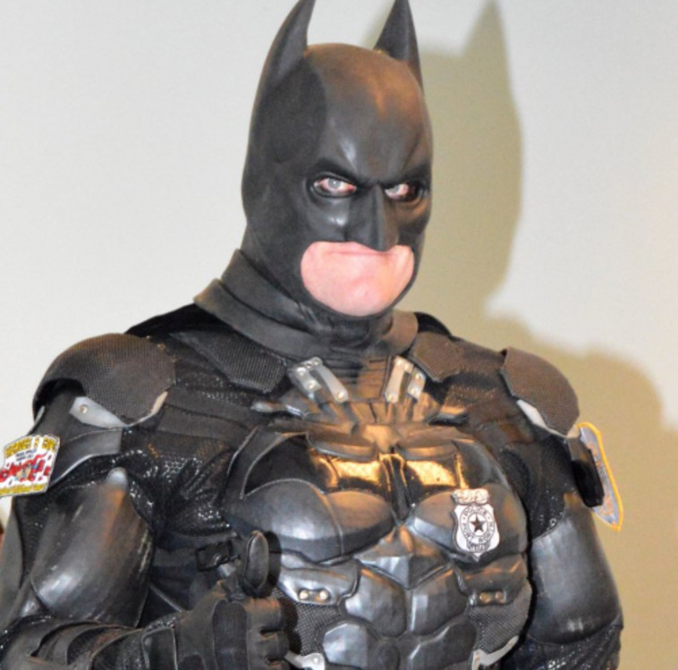 גם שוטר וגם גיבור על. טוויטר