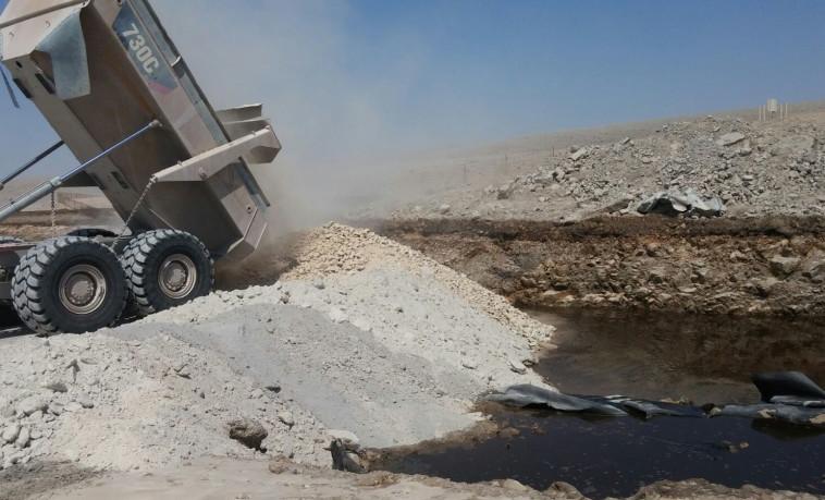 השפכים החומציים בנחל. צילום: המשרד להגנת הסביבה