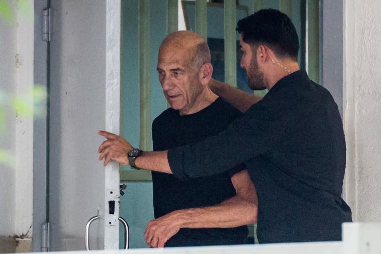 אהוד אולמרט משתחרר מהכלא (צילום: הדס פרוש , פלאש 90)