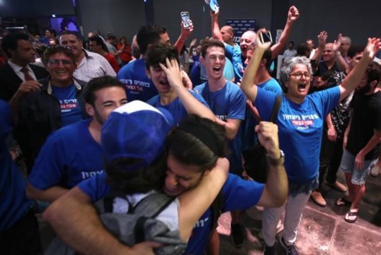 חגיגות הניצחון במטה של אבי גבאי. צילום: מרק ישראל סלם