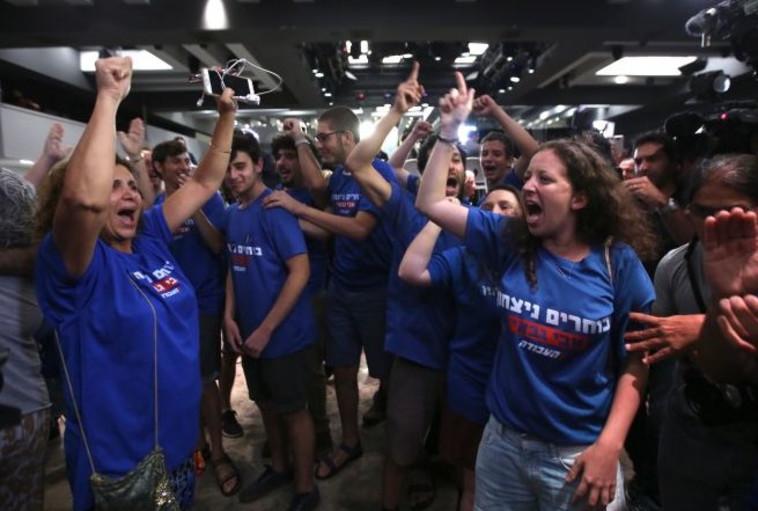 החגיגות של תומכיו של גבאי. צילום: מרק ישראל סלם