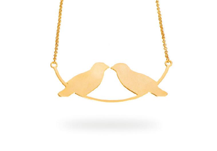 """שרשרת """"ציפורי אהבה""""של נטע ליבנה. צילום: יח""""צ"""