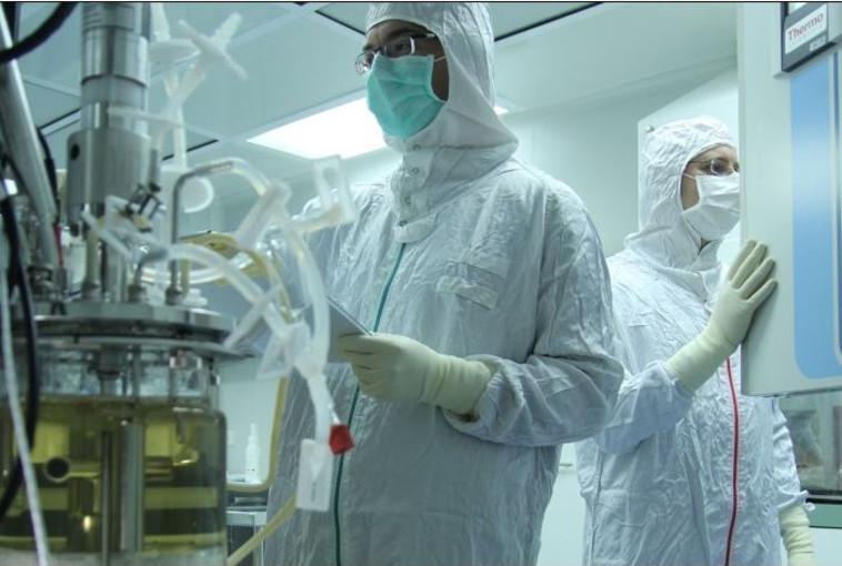 """עובדי חברת הביו-רפואה """"פלורסיסטם"""". צילום: יח""""צ"""