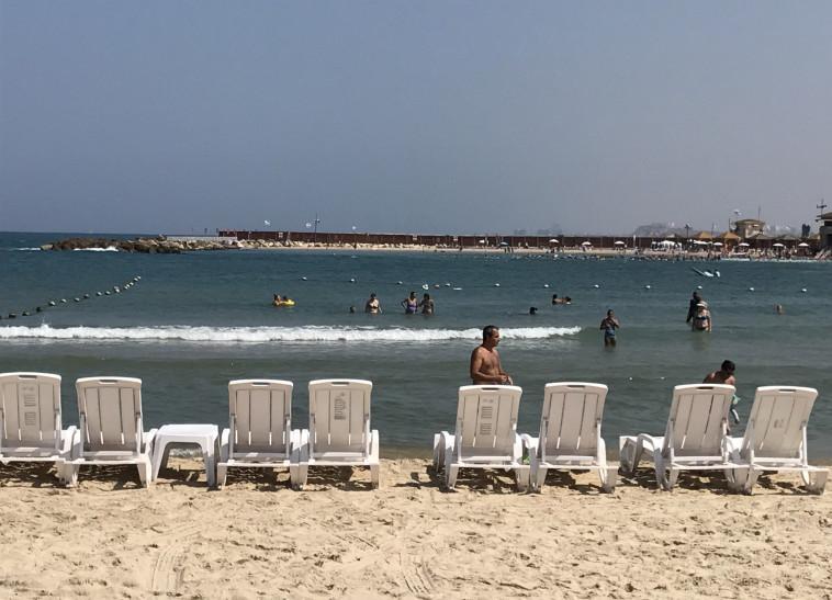 אנשים בים, שרב (צילום: אבשלום ששוני)