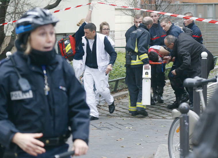 זירת הפיגוע בשארלי הבדו. שלושה שמו קץ לחייהם מאז. צילום: רויטרס