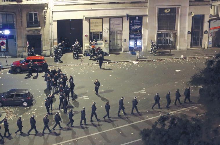 """""""הפיגוע בבטקלאן. """"חוץ מהצבת כוח צבאי במרחק ניכר מהמשטרה אז, הצבא הגן בעיקר על עצמו"""". צילום: רויטרס"""
