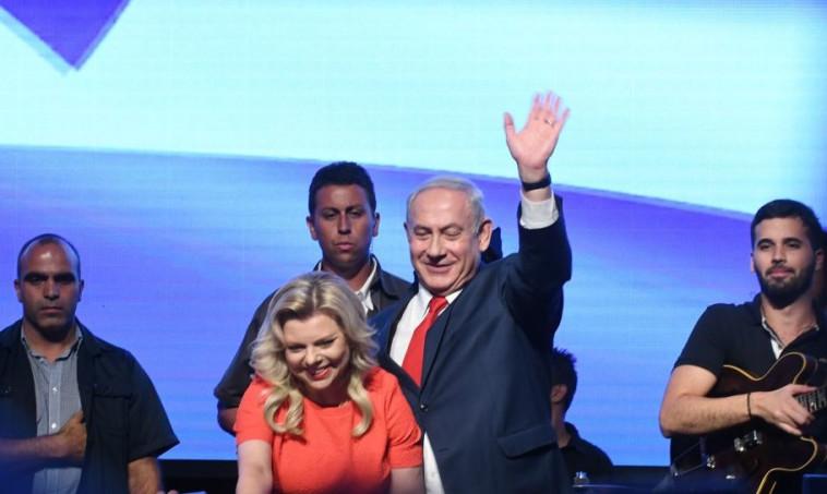 ראש הממשלה ורעייתו אתמול בכנס התמיכה בליכוד. צילום: אבשלום ששוני