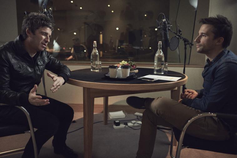 מאט וויטקרוס משוחח עם נואל גלאגרץ. צילום: יס דוקו