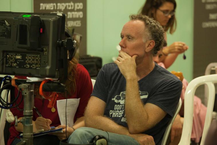 """אריק רוטשטיין במאי הסרט """"אנטנה"""" בצילומי הסרט. צילום: ורד אדיר"""