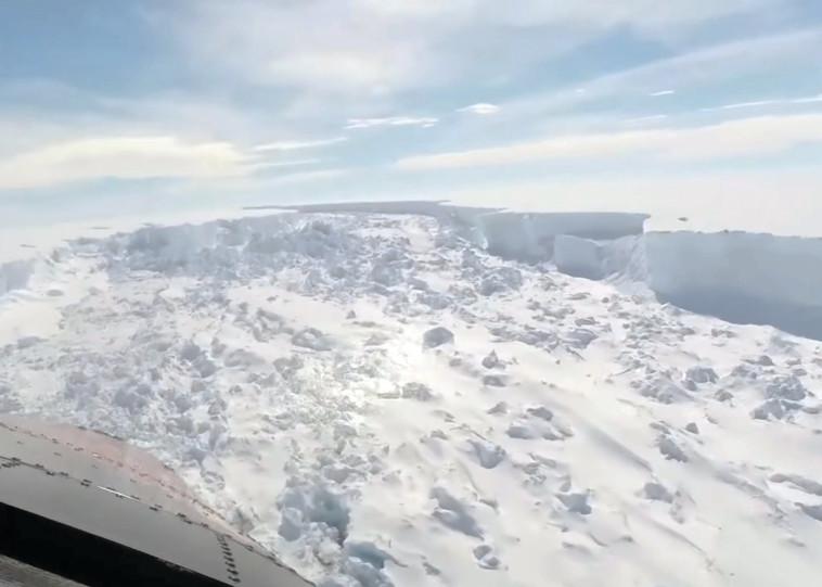 גם הקרחון הענק שהתנתק לא שכנע את הנשיא. צילום מסך