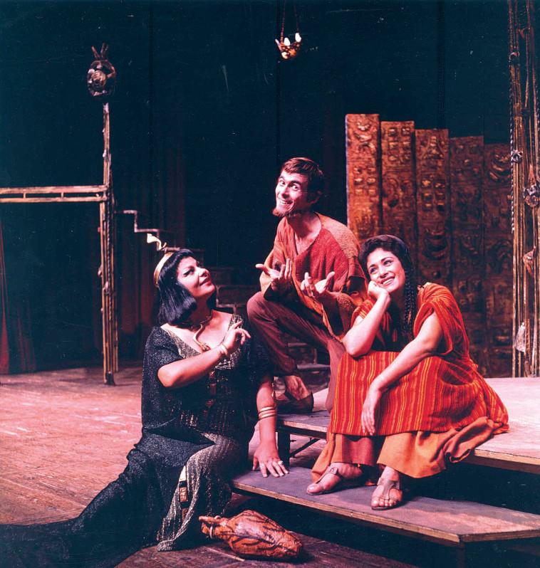 """אילי גורליצקי ב""""שלמה המלך ושלמי הסנדלר"""". צלם : ישראל הרמתי, תיאטרון הקאמרי"""