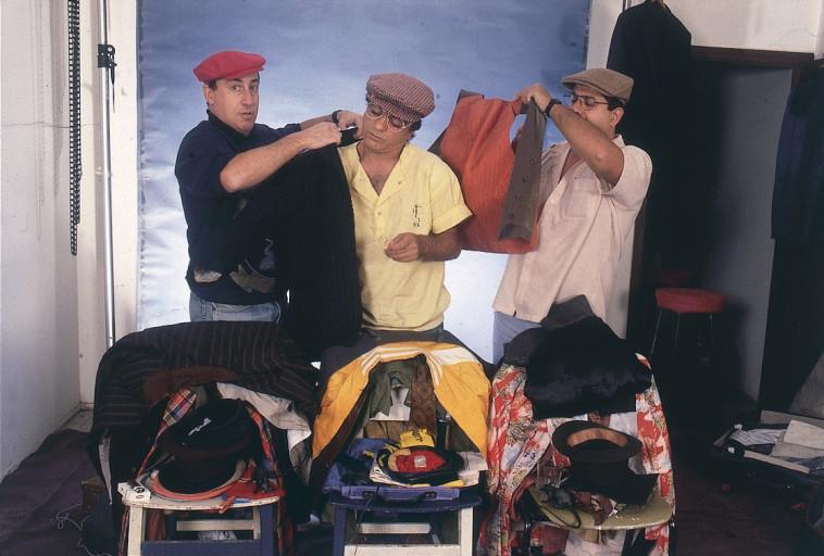 הגשש החיוור בהופעת איחוד: שייקה, גברי ולצדם פולי בהולוגרמה. צילום: במחנה, אבי שמחוני