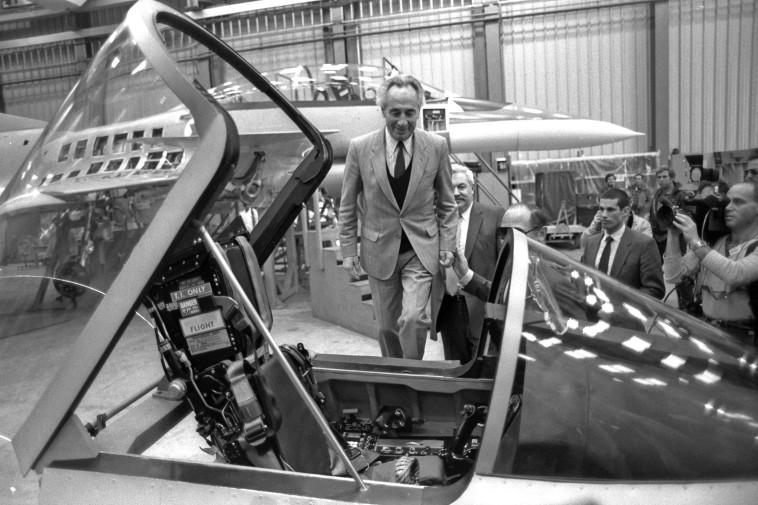 """""""לעולם לא עוד"""". פרס בביקור בתעשייה האווירית ב-1985"""