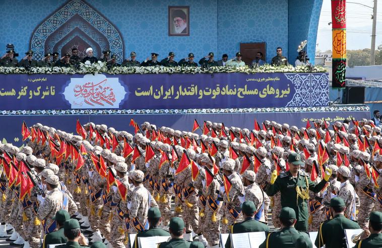 נשיא איראן חסן רוחאני במצעד צבאי. צילום: רויטרס