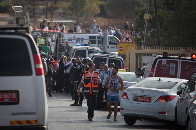 זירת הפיגוע בהר אדר. צילום: פלאש 90