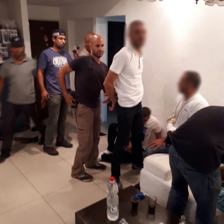 מעצר החשודים בתקיפה. צילום: דוברות המשטרה