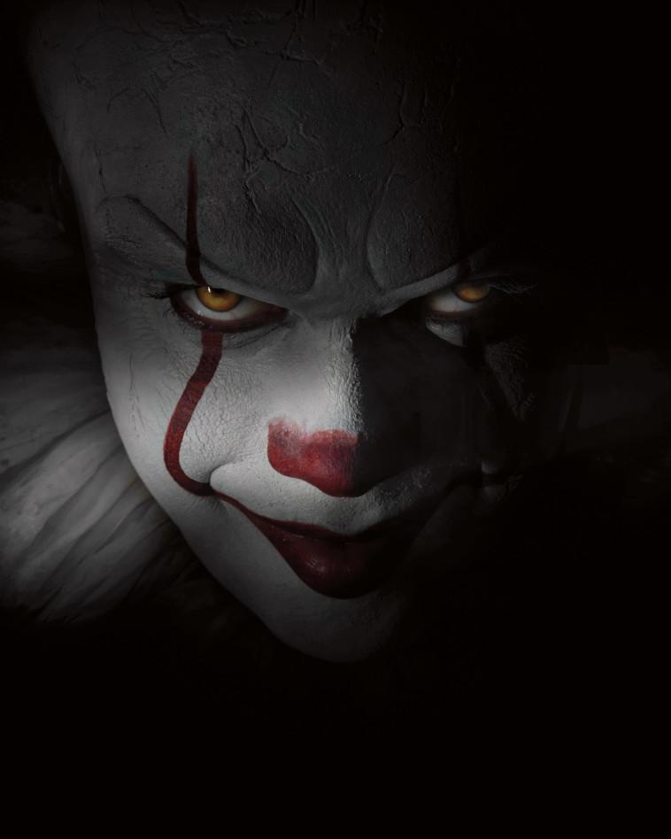 """ליצן מפחיד, מתוך הסרט """"זה"""", באדיבות גלובוס מקס"""