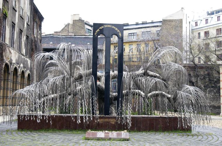 """אנדרטת """"הערבה הבוכייה"""" בהונגריה. צילום: משה מילנר, פלאש 90"""