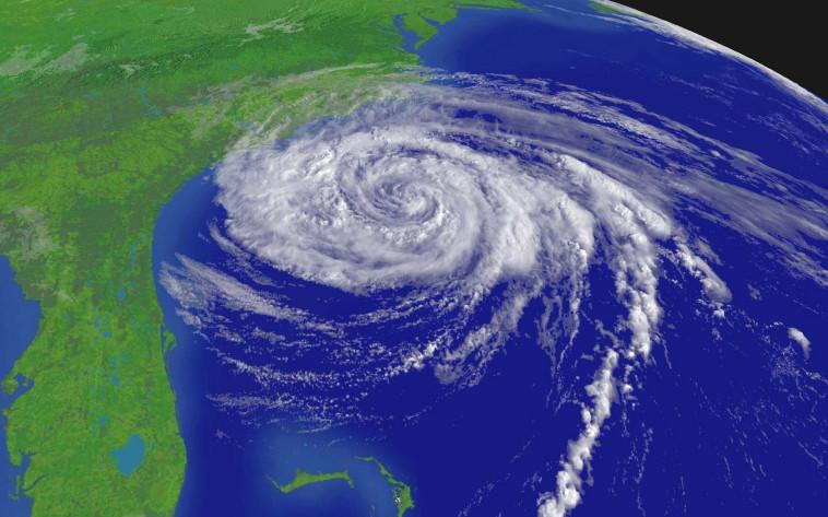 """הוריקן """"אופליה"""" סמוך לחוף המזרחי של ארה""""ב. צילום: רויטרס"""