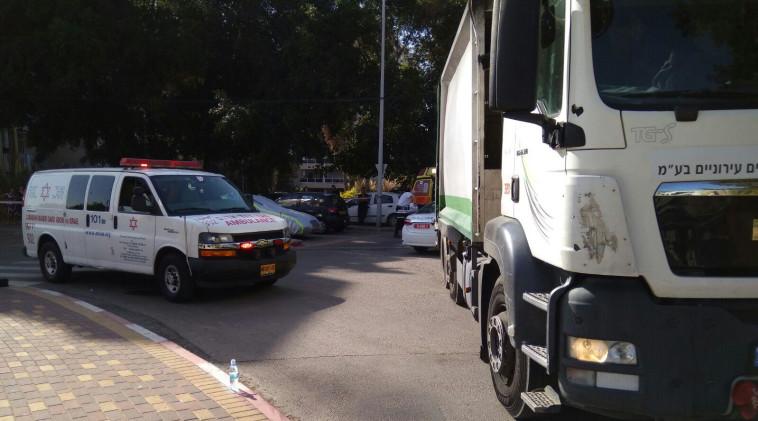 """זירת התאונה הבוקר ביהוד. צילום: דוברות מד""""א"""