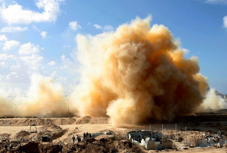 פיצוץ מנהרה בעזה. צילום: עבד ראחים חטיב, פלאש 90