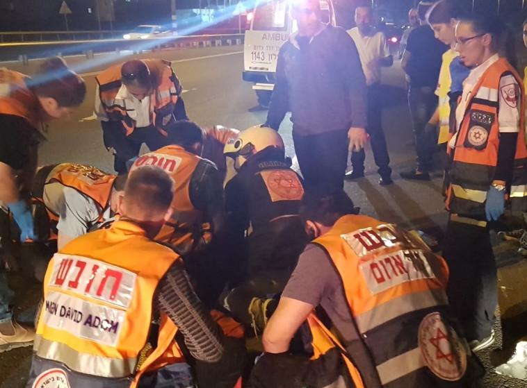 """התאונה ליד לוד. צילום: מד""""א"""
