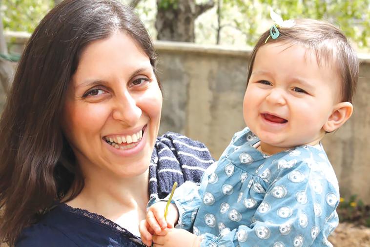 נזנין זגהרי־רטקליף ובתה (צילום: AFP)