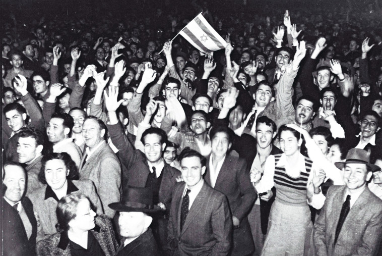 """חגיגות בתל אביב בכ""""ט בנובמבר. צילום: הנס פין ,לע""""מ"""