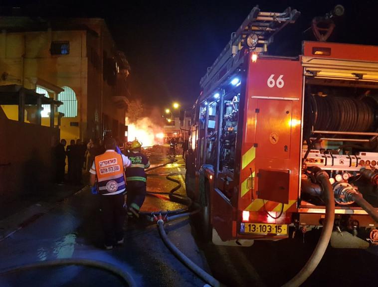 """כוחות כיבוי אש במקום האירוע ביפו. צילום: דוברות מד""""א"""