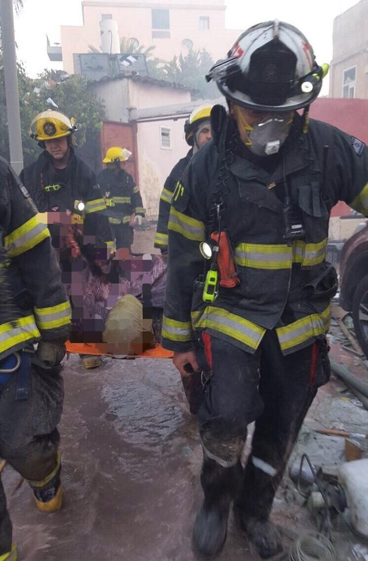 פינוי הנפגעים מזירת הפיצוץ. צילום: דוברות שירותי הכיבוי וההצלה