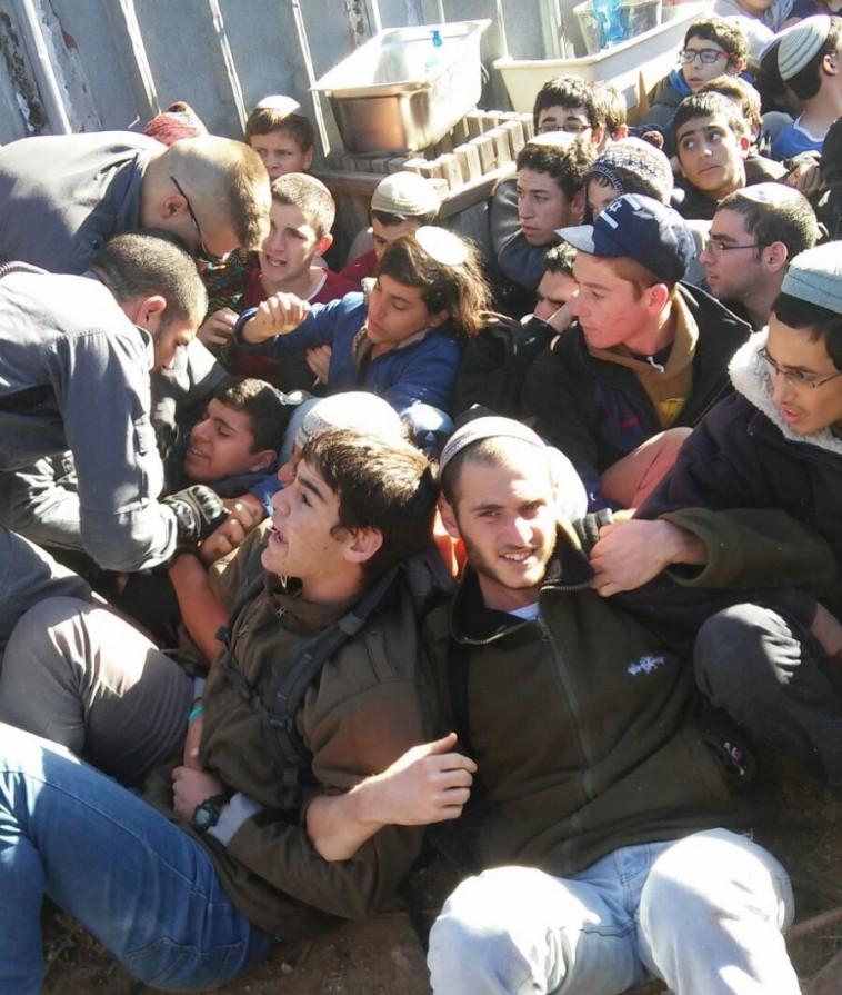 מפגינים בנתיב האבות. צילום: קרני אלדד