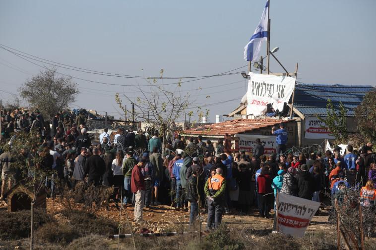 המחאה במאחז. צילום: מרק ישראל סלם