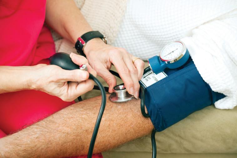 מדידת לחץ דם, אילוסטרציה (צילום: אינג אימג')