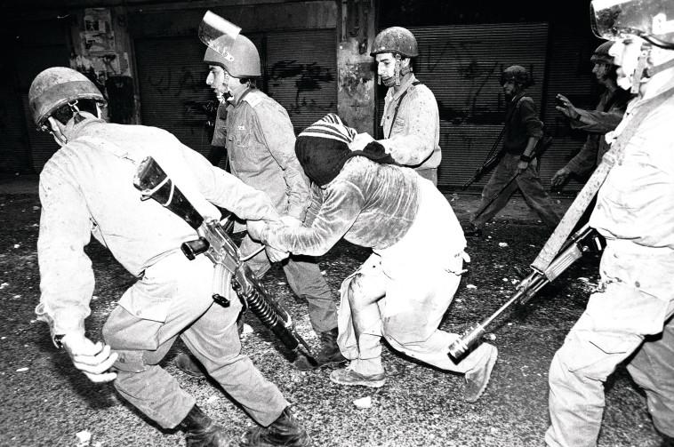 מעצר בקסבה של שכם. צילום: ראובן קסטרו