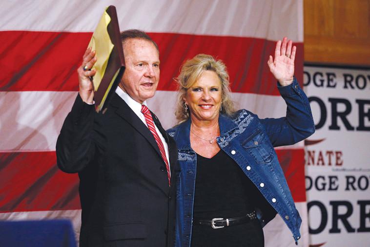 רוי מור עם אשתו לפני שנודע לו על ההפסד. צילום: רויטרס