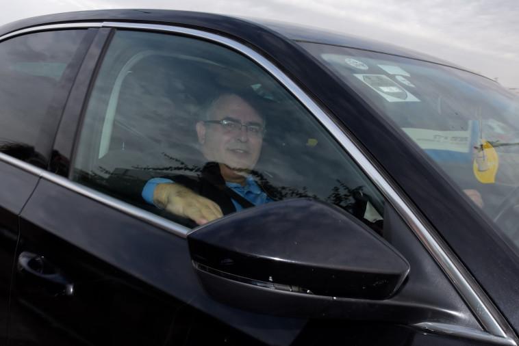 דוד ביטן מגיע לחקירה במשטרה. צילום: אבשלום ששוני