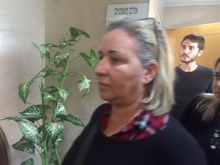 אמו של רון קוקיא בבית המשפט. צילום: יאסר עוקבי