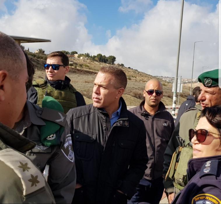 השר ארדן בסיור בעוטף ירושלים ביום שני. צילום: לשכת השר ארדן