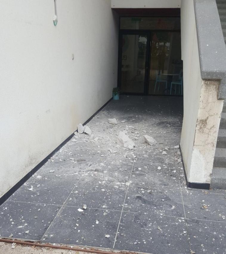 המבנה שנפגע בעוטף עזה. צילום: דוברות המשטרה