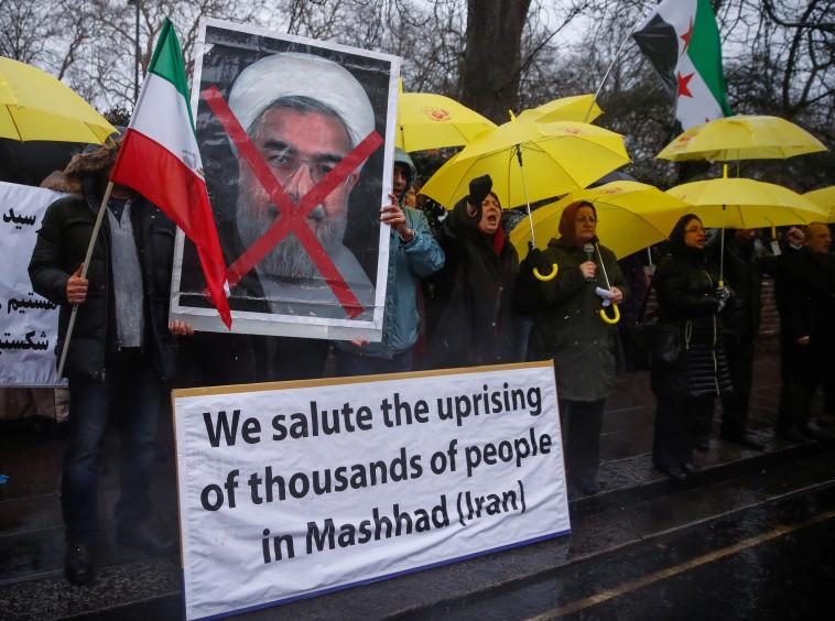 הפגנות נגד המשטר באיראן. צילום: רויטרס