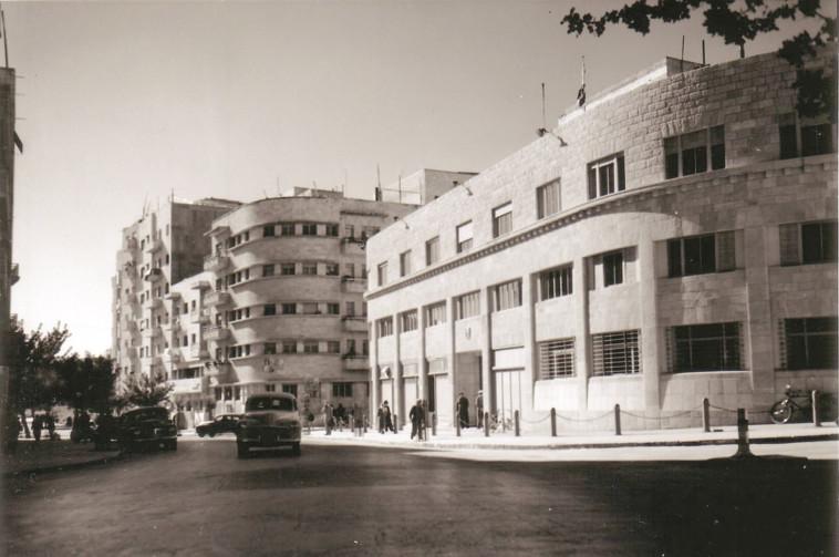 במקום רב קומות, הוחלט להקים בו מקום ללימוד תולדות הכנסת. בית פרומין