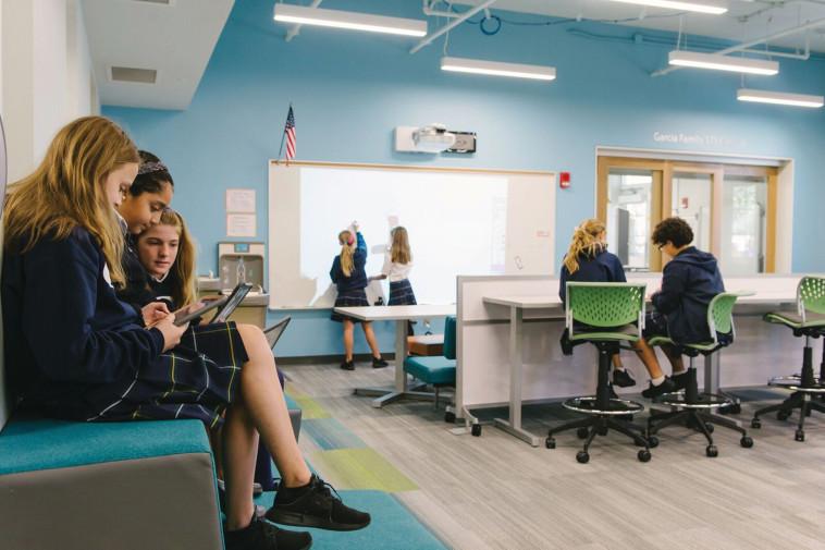 """בית הספר """"נורמה רוז פוינט"""" בוונקובר, קנדה. צילום: א.ב. מתכננים"""