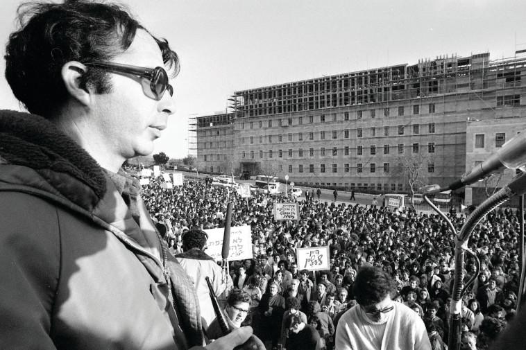 מוטי אשכנזי מוביל את המחאה אחרי מלחמת יום כיפור. צילום: שמואל רחמני