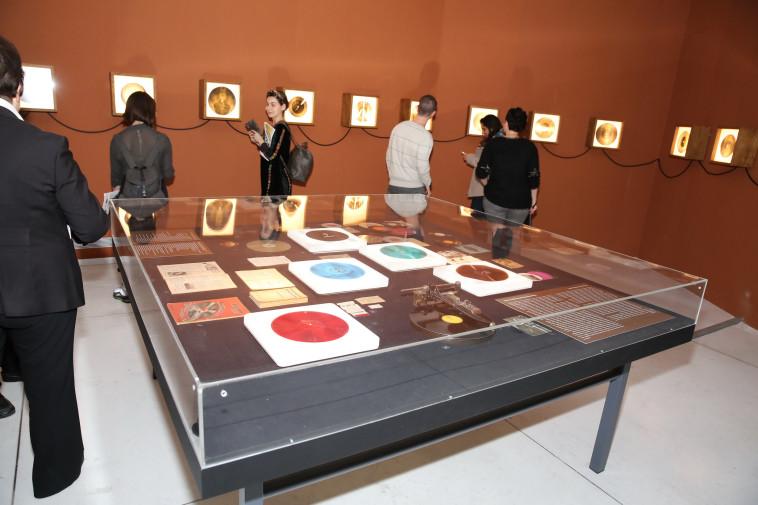 תערוכת התקליטים במוזיאון תל אביב. צילום: איציק בירן